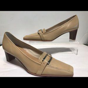Maripe 🇮🇹 beige mid heel loafer with rubber sole